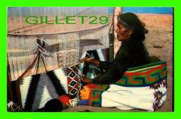 INDIENS - NAVAJO RUG WEAVER - WRITTEN -  PUB. BY BOB PETLEY -  RAY MANLEY OF WESTERN WAYS - - Indiens De L'Amerique Du Nord