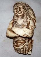 STATUE FIGURINE PLATRE TETE CHEF INDIEN A SUSPENDRE ETAT NEUF 23.5 Cm - Sculptures