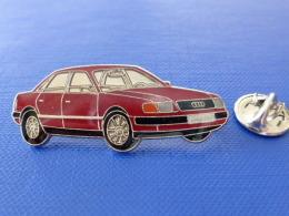 Pin´s Automobile - Audi 100 Rouge Grenat Bordeaux - Voiture Allemande (JE6) - Audi
