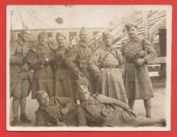 Photographie D'un Groupe De Militaires - Insignes 152 Sur Les Uniformes - War, Military