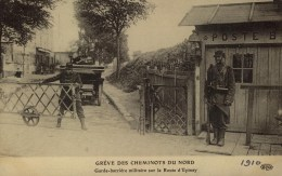 D 93 - EPINAY - GREVE DES CHEMINOTS - Garde Barrière - Grèves