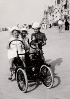 Photo Originale Vélo - Rosalie Pour Enfants En Bord De Mer Vers 1920 - Cuistax - - Cyclisme