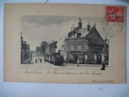 """CPA   Pont-L'Evèque  """" La Place Du Calvaire Et La Rue Launay """" Voyagé - Pont-l'Evèque"""