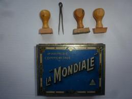 Boite Ancienne Pour Imprimer : Imprimerie Commerciale LA MONDIALE Avec Caractères Caoutchouc Et 3 Tampons Vierges - Autres Collections