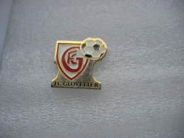 Pin´s Du Football Club Du Village De GLOVELIER Dans Le Jura SUISSE - Calcio