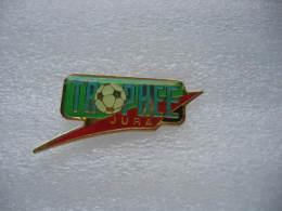 Pin´s Du Trophée Football Dans Le Jura SUISSE - Football