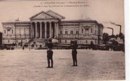 Angers.. Très Animée Le Palais De Justice Militaires Défilé Garde à Vous Du Colonel Militaria - Angers