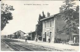 SAINT VARENT ( 79 - Deux Sèvres ) - La Gare ( Vue Du Quai Animée , Personnes , Train ... ) - France