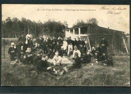 CPA - Au CAMP DE CHALONS - L'Epluchage Des Pommes De Terre, Très Animé  (dos Non Divisé) - Caserme