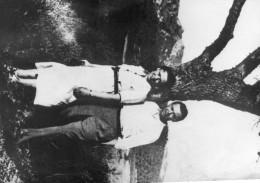 Photo De Presse - Le Résistant  JEAN MOULIN  à  MOTPELLIER  Avant La Guerre Avec Son épouse LAURE MOULIN - Personnes Identifiées