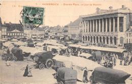 59- HAZEBROUCK - GRANDE PLACE UN JOUR DE MARCHE - France