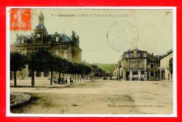54 - LONGUYON --   L'hôtel De Ville  Et La Rue Des Halles - Longuyon