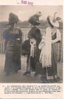 Mode - Femmes Au Chapeau - Jupe - Culotte - Aux Courses D'Auteuil - Paris - Moda