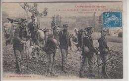 PYRÉNNÉES ORIENTALES - EN CERDAGNE - Détachement De Douaniers Partant Pour L'Embuscade - Frankrijk