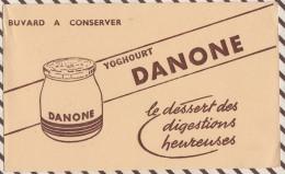 129 BUVARD YOGHOURT DANONE   21.5 X 13 CM - Dairy
