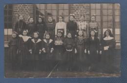 HAINAUT - CARTE PHOTO DE PETITES FILLES AVEC UNE BONNE SOEUR - ECOLE DES SOEURS DE DAMPREMY ? - 1 CC ? - 1910 - Charleroi