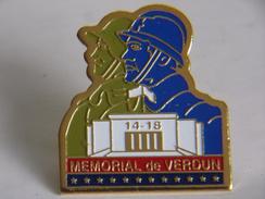 Pin's - 14-18 MEMORIAL De  VERDUN - Militari