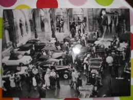 THEME AUTO -  Angoulème 1979 - 2ème Assises De L´Auto Ancienne - Accueil Des Participants Ds La Cour De L´hotel De Ville - Automobiles