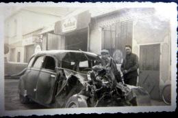 ACCIDENT  AUTOMOBILE  AVANT DE VOITURE  DETRUIT   PHOTO ORIGINALE  1950 DIMENSION  10 X 6 CM - Automobiles