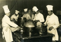 France Paris Salon De La Gastronomie Journée Marseillaise Cuisiniers Ancienne Photo 1930