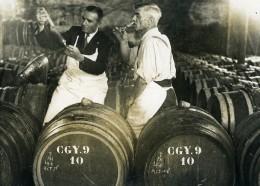 France Vendanges Travail Du Vin Caves Ancienne Photo 1945 - Professions