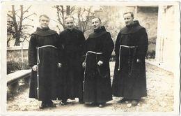 Prêtres - Groupe De 4 Pères Franciscains à Identifier- Carte Non Circulée - Te Identificeren