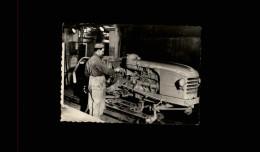 AUTOMOBILES - Petite Vue - REGIE NATIONALE DES USINES RENAULT - USINE DU MANS - TRACTEUR - Vieux Papiers