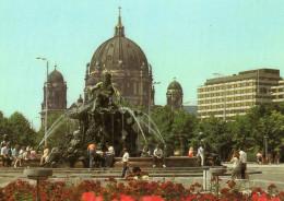 Neptunbrunnen Und Dom - Neptun Fountain And Cathedral - Berlin