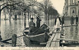 75  PARIS INONDATIONS 1910  EMBARCADERE ETABLI AVENUE MONTAIGNE - Alluvioni Del 1910
