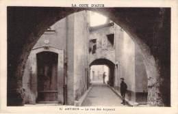 06 - Antibes - La Rue Des Arceaux - Antibes