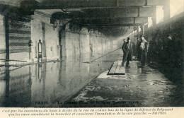 75  PARIS INONDATIONS 1910   INONDATION DU METRO  LIGNE DE DEFENSE DE BELGRAND - Alluvioni Del 1910