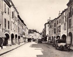 88- Remiremont Grande Rue Et Les Arcades  Cpm Gm - Remiremont