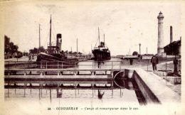 N°326 E -cpa Ouistreham -cargo Et Remorqueur Dans Le Sas- - Remorqueurs
