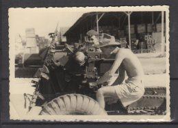 """Indochine - Saigon -"""" Quartier Plein De Tombeaux """" - Hangar De Stockage  - Canon - 1° C.M.R.L.E. - Krieg, Militär"""
