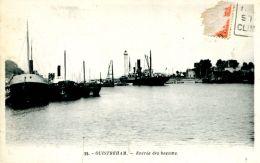 N°354 E -cpa Ouistreham -entrée Des Bassins- - Commerce