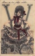V - LETTRE DE L´ ALPHABET  - ART NOUVEAU 1900 - FEMME  - ARTISTES - EDITION REUTLINGER - 2 Scans - Fantaisies