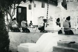 Cambodge Phnom Penh Site Historique Prieres Au Temple Ancienne Photo Amateur Snapshot 1934 - Places