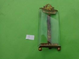 Cadre Photo Sur Pied En Verre Bissoté  Et Bronze  5 X 10 Cm - Art Populaire
