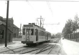 BASSENGE PHOTO D UN TRAM TRAMWAY EN DIRECTION DE RIEMST LIGNE LIEGE BASSENGE EN 1953  (PHOTO REPRODUITE - Photos