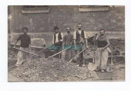Chénérailles, Ouvriers Terrassiers Au Travail, 1910, Carte-photo Envoyée De Chénéraille à Ladapeyre, Photo Hector Dewes - Chenerailles