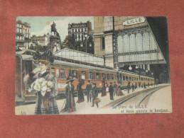 LILLE   1910   FANTAISIE THEME TRAIN EN GARE   EDIT  CIRC OUI - Tarjetas De Fantasía