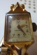 Montre Femme Plaquée Or SHD Ancre 17 Rubis, . Poinçons Sur Le Boitier. Bracelet Attenant à Mailles élastique 1950 - Montres Anciennes