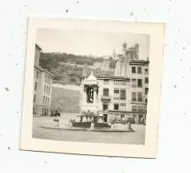 Photographie , 6.5 X 6.5 , LYON , La Place Sous La Cathédrale SAINT JEAN , 1951 - Places