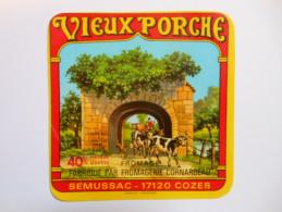 A-17119a - Etiquette De Fromage CARRE LE VIEUX PORCHE - Fabriqué à SEMUSSAC - Charente-Maritime 17D - Cheese