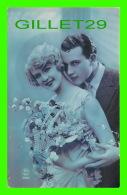 COUPLES - AVEC UN BEAU BOUQUET DE FLEURS - P. C. No 3193 - ÉCRITE - - Couples