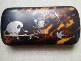 Etui XIXe à Décor De Palette Et D'oiseaux Branchés Nacre, Or, Argent 17 Cm - Empty Cigarettes Boxes