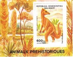 Madagascar MNH Scott #903 Souvenir Sheet 600fr Sauralophus - Dinosaurs - Madagascar (1960-...)