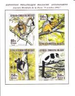 Madagascar MNH Scott #1133 Souvenir Sheet Of 4 Different Lemurs - World Post Day - Madagascar (1960-...)