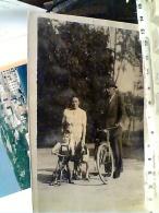 Reggio Emilia FOTO  FAMIGLIA CON BICICLETTA CAVRIAGO   VB1943   FL1615 - Reggio Nell'Emilia