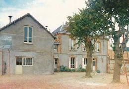 CPM  De  JOUY  (28)  -  Centre Paroissial Et La Halte Du Pélerin De N-D. De Chartres   //  TBE - Jouy